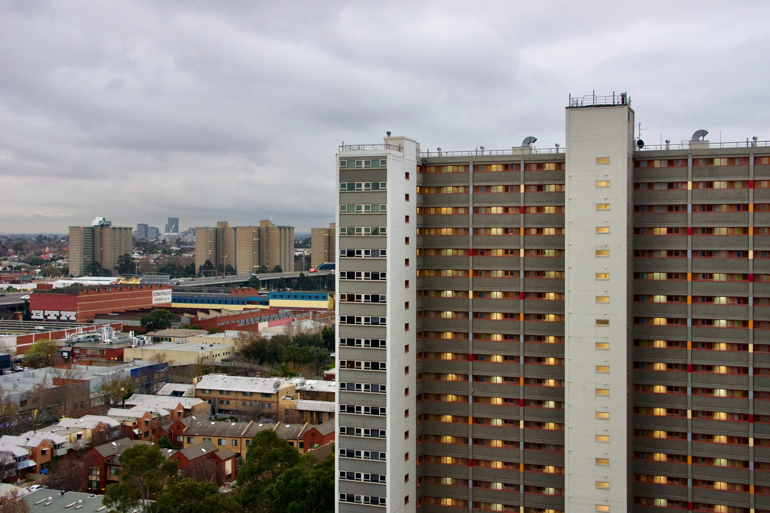 Ombudsman: 'Hard Lockdown' of Melbourne Public Housing Estates Violated Human Rights