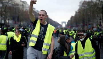 French protesters seize the streets